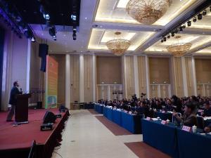 北亚区总监狄翠山(Mr. Paul Burke)先生正在演讲《全球大豆供需现状》